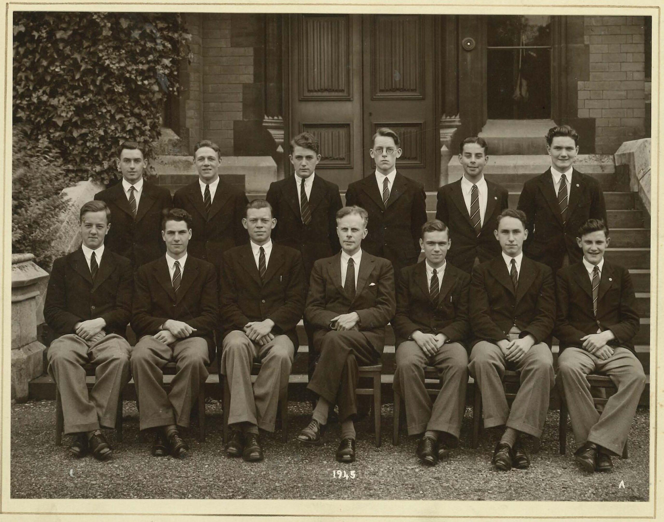 Warren Derry Headmaster with students in 1945